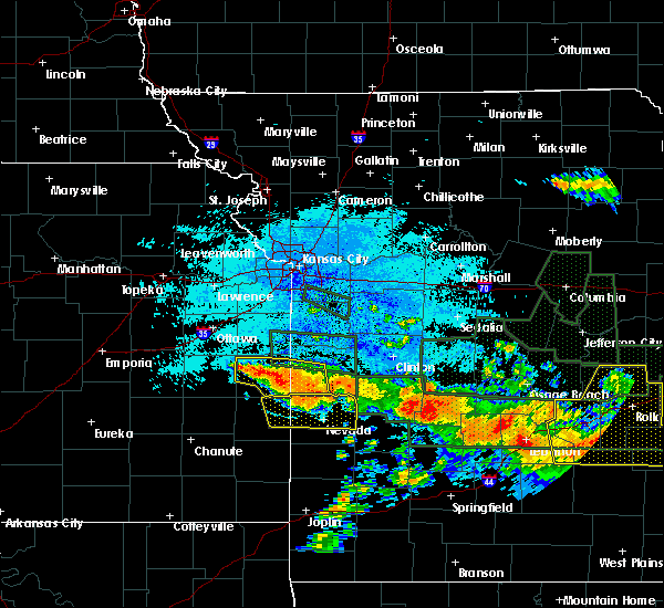 Radar Image for Severe Thunderstorms near Mound City, KS at 7/1/2015 11:53 PM CDT