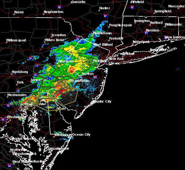 Radar Image for Severe Thunderstorms near Turnersville, NJ at 8/7/2020 6:27 PM EDT