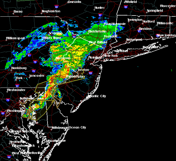 Radar Image for Severe Thunderstorms near Mountain Lake, NJ at 7/9/2015 7:57 PM EDT