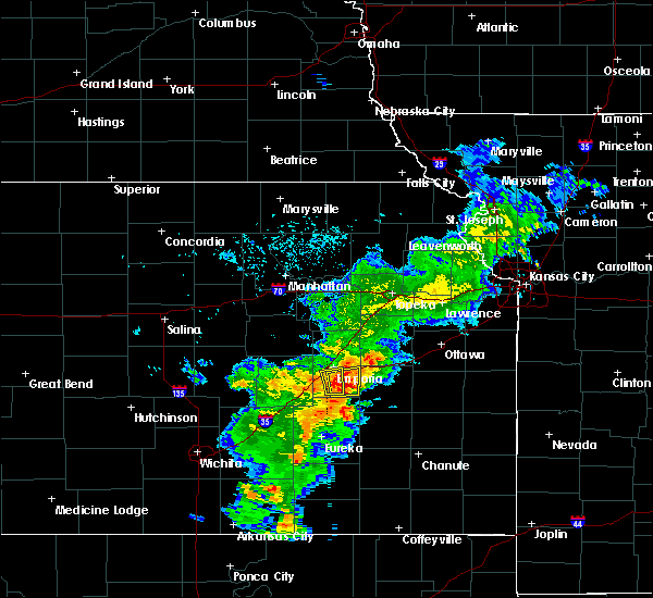 Radar Image for Severe Thunderstorms near Emporia, KS at 7/10/2015 4:32 PM CDT