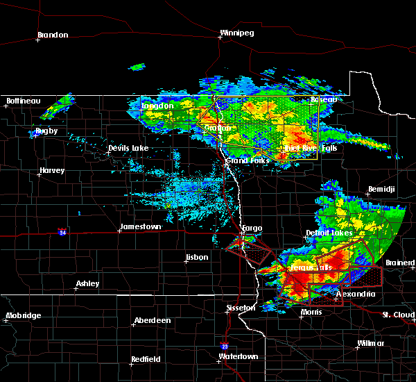 Radar Image for Severe Thunderstorms near Fargo, ND at 7/12/2015 6:27 PM CDT