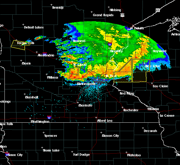 Radar Image for Severe Thunderstorms near Fridley, MN at 7/12/2015 10:58 PM CDT