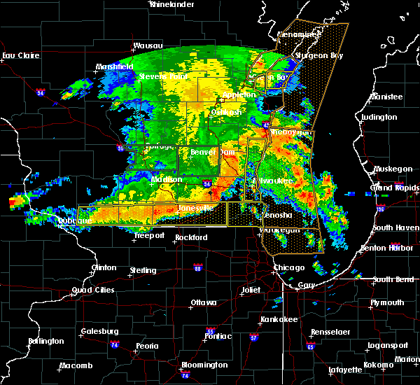 Radar Image for Severe Thunderstorms near Lake Summerset, IL at 7/13/2015 5:08 AM CDT