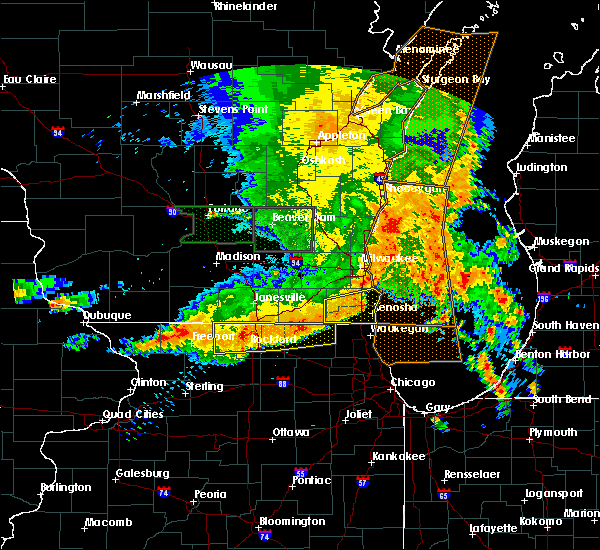 Radar Image for Severe Thunderstorms near Roscoe, IL at 7/13/2015 5:40 AM CDT