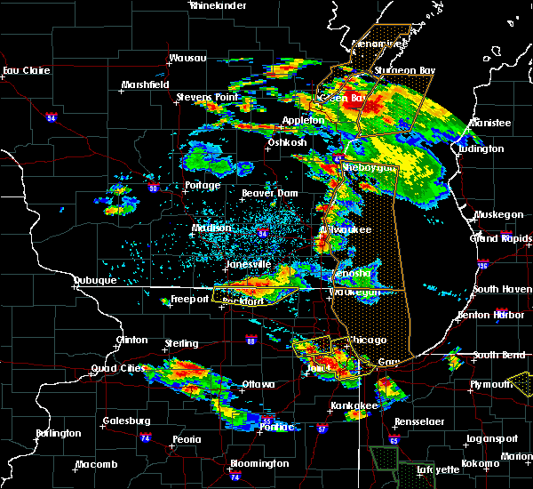 Radar Image for Severe Thunderstorms near Roscoe, IL at 7/13/2015 9:07 PM CDT