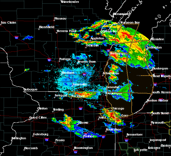Radar Image for Severe Thunderstorms near Rockford, IL at 7/13/2015 9:27 PM CDT