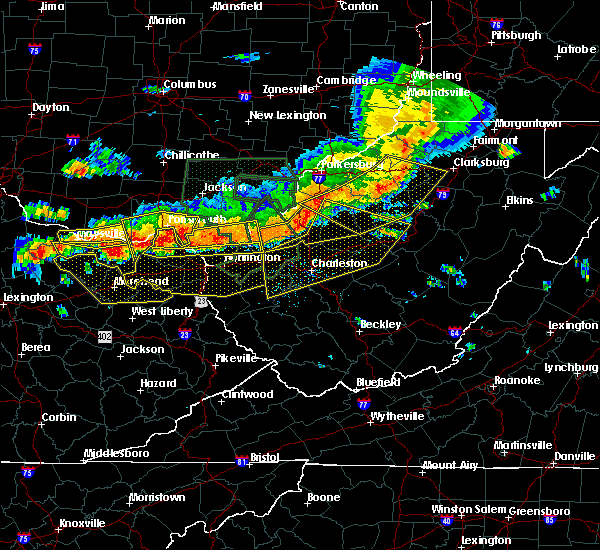 Radar Image for Severe Thunderstorms near West Portsmouth, OH at 7/14/2015 5:27 PM EDT