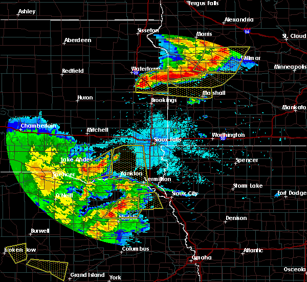 Radar Image for Severe Thunderstorms near Cottonwood, MN at 7/17/2015 10:29 PM CDT