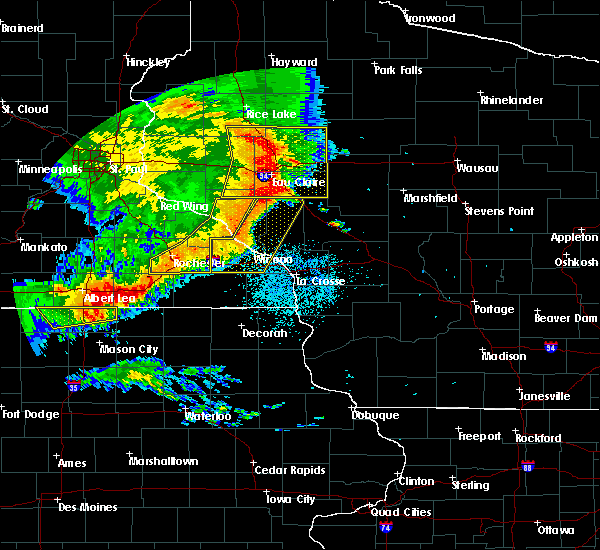 Radar Image for Severe Thunderstorms near Arcadia, WI at 7/18/2015 2:32 AM CDT