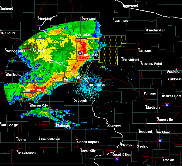 Radar Image for Severe Thunderstorms near Fairchild, WI at 7/18/2015 2:37 AM CDT