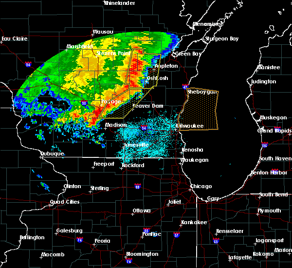 Radar Image for Severe Thunderstorms near Waupun, WI at 7/18/2015 5:37 AM CDT