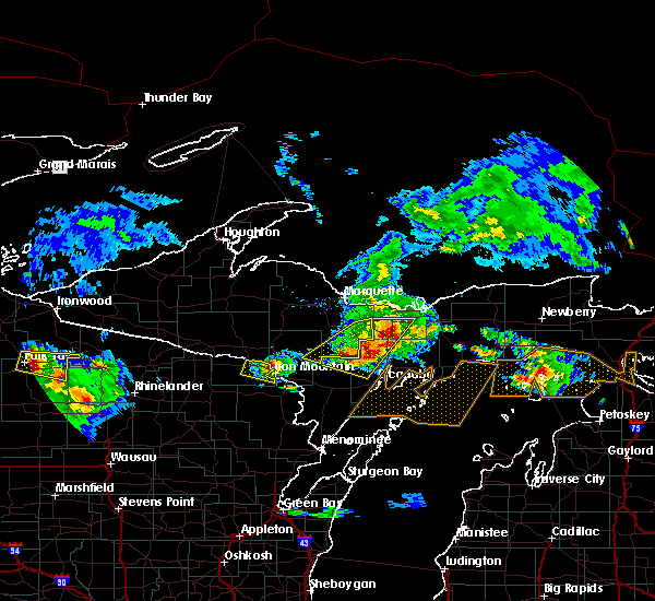 Radar Image for Severe Thunderstorms near Escanaba, MI at 8/2/2015 8:16 AM EDT