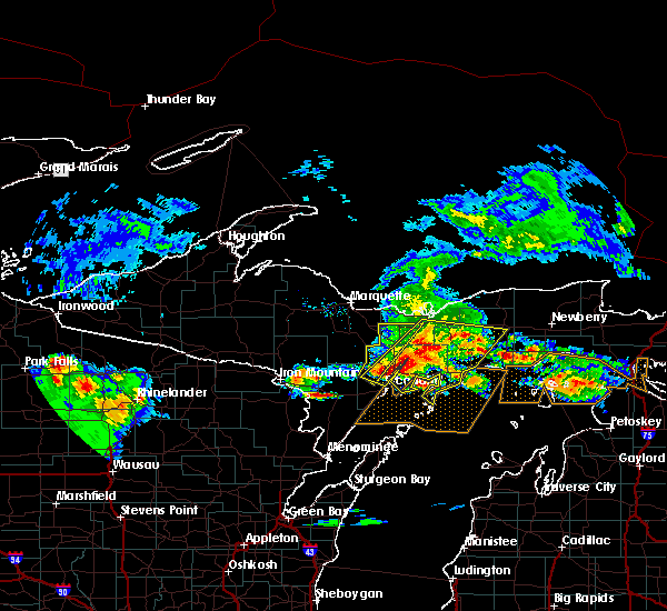 Radar Image for Severe Thunderstorms near Escanaba, MI at 8/2/2015 8:33 AM EDT