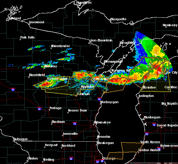 Radar Image for Severe Thunderstorms near Waupaca, WI at 8/2/2015 3:31 PM CDT