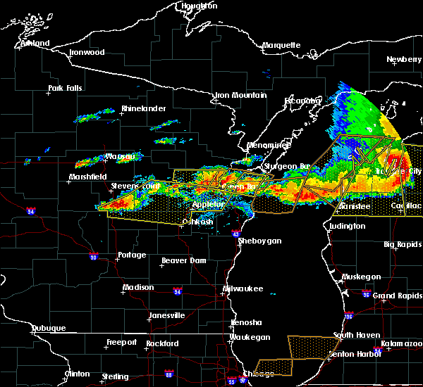 Radar Image for Severe Thunderstorms near King, WI at 8/2/2015 3:50 PM CDT