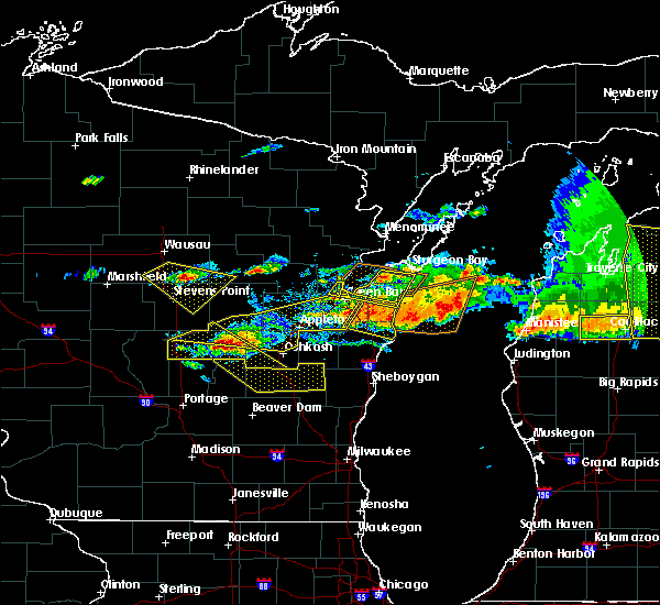 Radar Image for Severe Thunderstorms near Rosendale, WI at 8/2/2015 4:31 PM CDT