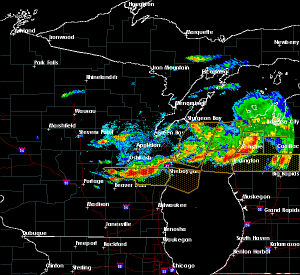 Radar Image for Severe Thunderstorms near Manitowoc, WI at 8/2/2015 5:22 PM CDT