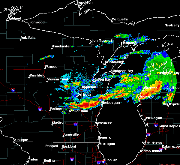 Radar Image for Severe Thunderstorms near Manitowoc, WI at 8/2/2015 5:32 PM CDT