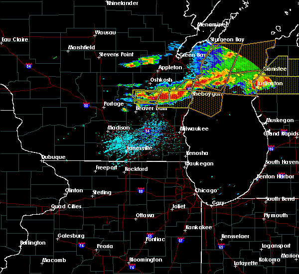 Radar Image for Severe Thunderstorms near Waupun, WI at 8/2/2015 5:31 PM CDT