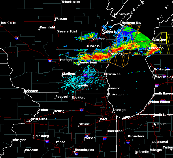 Radar Image for Severe Thunderstorms near Waupun, WI at 8/2/2015 5:39 PM CDT