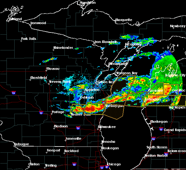 Radar Image for Severe Thunderstorms near Manitowoc, WI at 8/2/2015 5:42 PM CDT