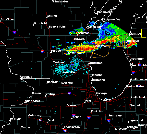 Radar Image for Severe Thunderstorms near Waupun, WI at 8/2/2015 5:47 PM CDT