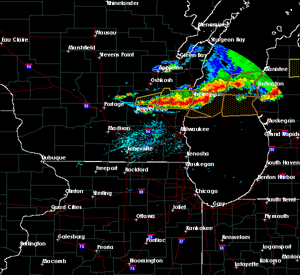 Radar Image for Severe Thunderstorms near Waupun, WI at 8/2/2015 5:53 PM CDT