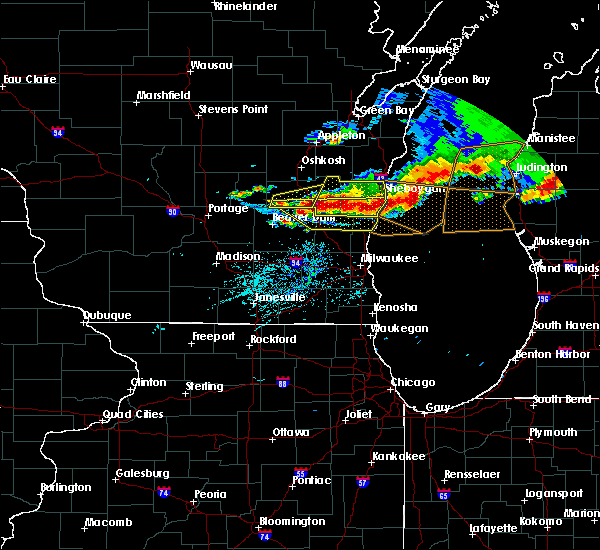 Radar Image for Severe Thunderstorms near Waupun, WI at 8/2/2015 5:57 PM CDT