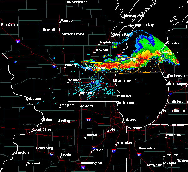 Radar Image for Severe Thunderstorms near Waupun, WI at 8/2/2015 6:12 PM CDT