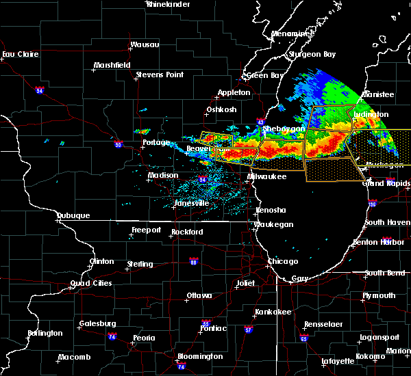 Radar Image for Severe Thunderstorms near Slinger, WI at 8/2/2015 6:34 PM CDT