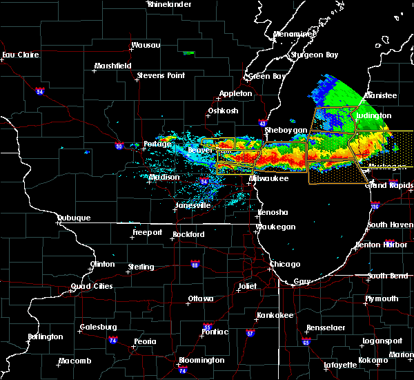 Radar Image for Severe Thunderstorms near River Hills, WI at 8/2/2015 6:51 PM CDT