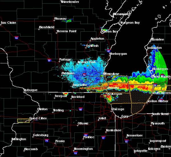 Radar Image for Severe Thunderstorms near Lake Geneva, WI at 8/2/2015 9:00 PM CDT