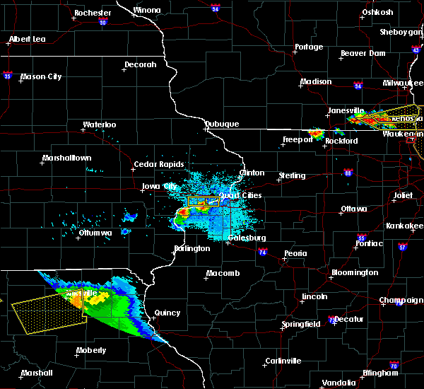 Radar Image for Severe Thunderstorms near Bettendorf, IA at 8/2/2015 9:03 PM CDT