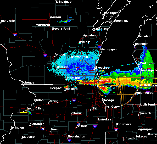 Radar Image for Severe Thunderstorms near Round Lake, IL at 8/2/2015 9:14 PM CDT