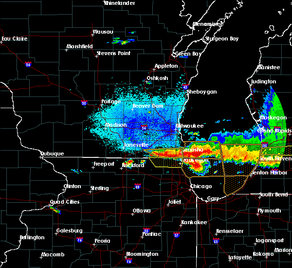 Radar Image for Severe Thunderstorms near Round Lake, IL at 8/2/2015 9:22 PM CDT
