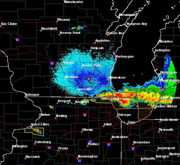 Radar Image for Severe Thunderstorms near Round Lake Heights, IL at 8/2/2015 9:32 PM CDT