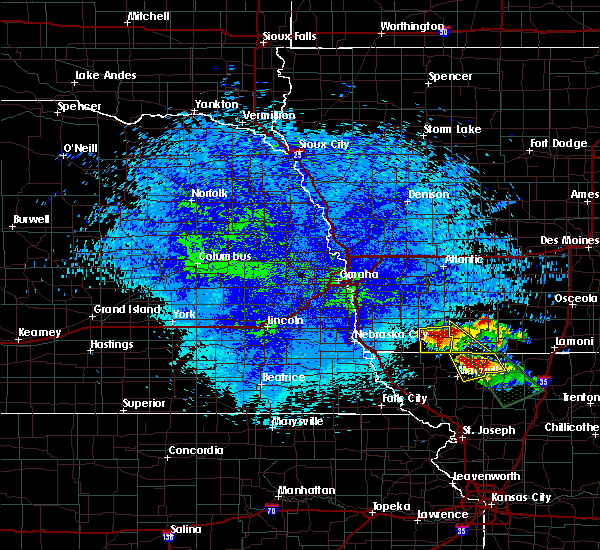 Radar Image for Severe Thunderstorms near Clarinda, IA at 8/2/2015 11:19 PM CDT