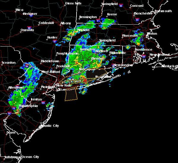 Radar Image for Severe Thunderstorms near Shoreham, NY at 8/4/2015 5:11 AM EDT
