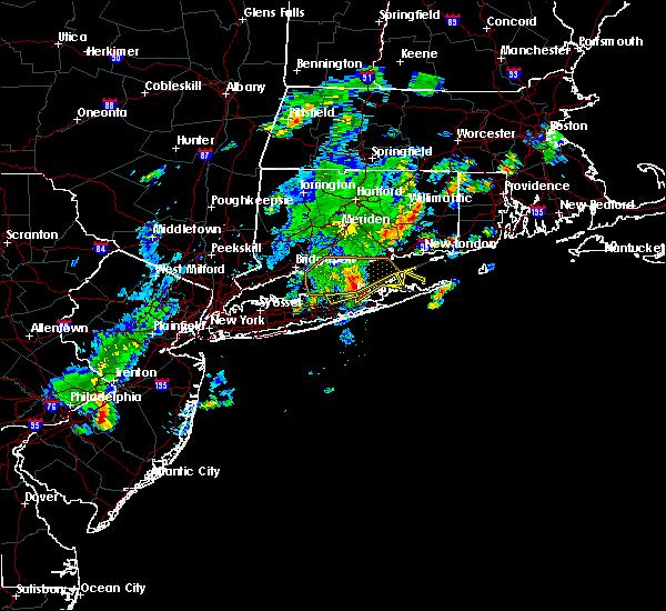 Radar Image for Severe Thunderstorms near Riverside, NY at 8/4/2015 5:32 AM EDT