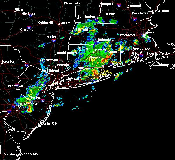 Radar Image for Severe Thunderstorms near Shoreham, NY at 8/4/2015 5:40 AM EDT
