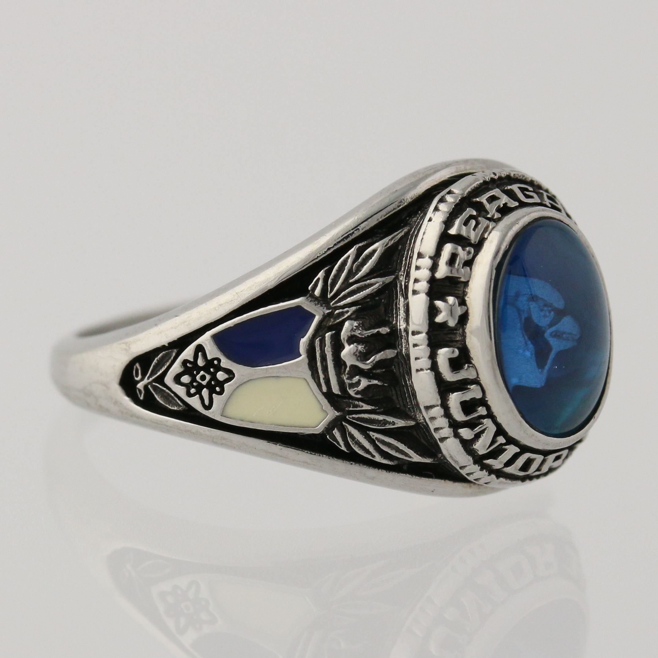 Personalized class rings from #Jostens Signature ... |Womens High School Class Rings