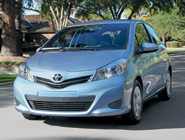 2014 Yaris 5-Door LE en Wave Line Pearl