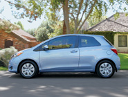 2014 Yaris 3-Door LE en Wave Line Pearl
