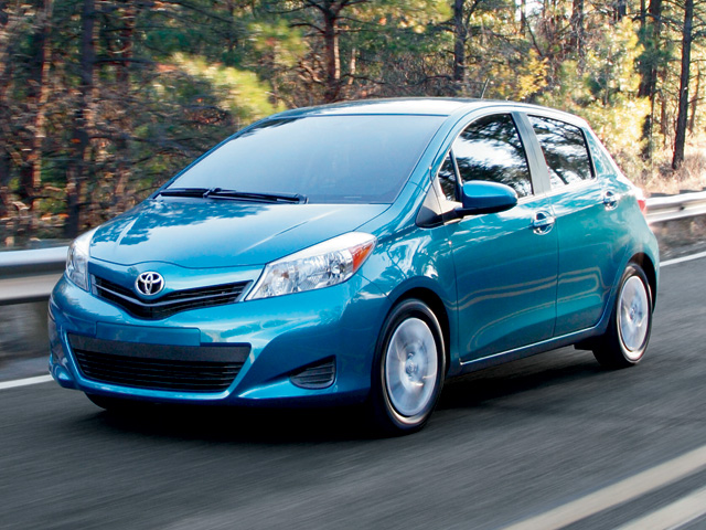 2014 Yaris 5-Door LE en Lagoon Blue
