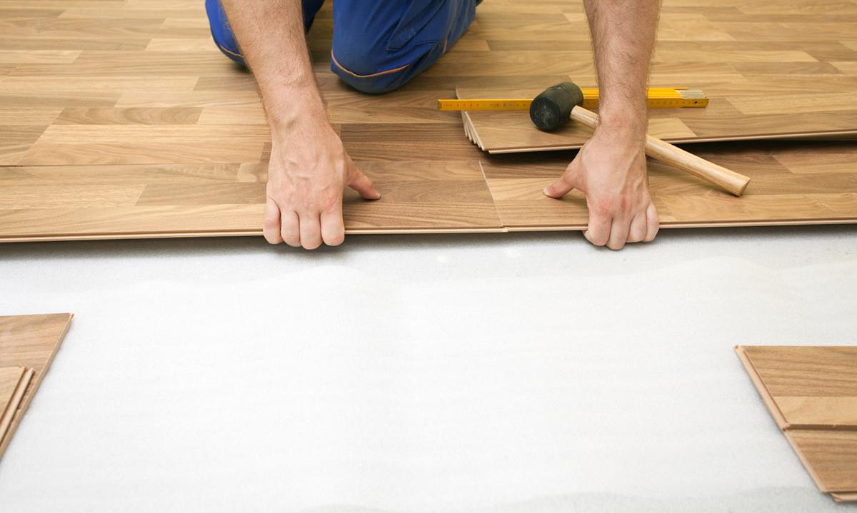 pros and cons of laminate flooring vs hardwood
