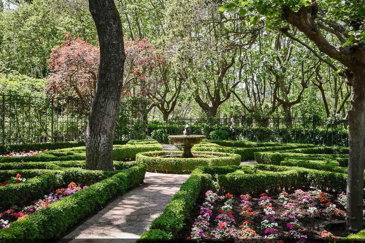 6. Chiltern Estate \u2013 Silicon Valley CA & 7 Beautiful Home Garden Pictures