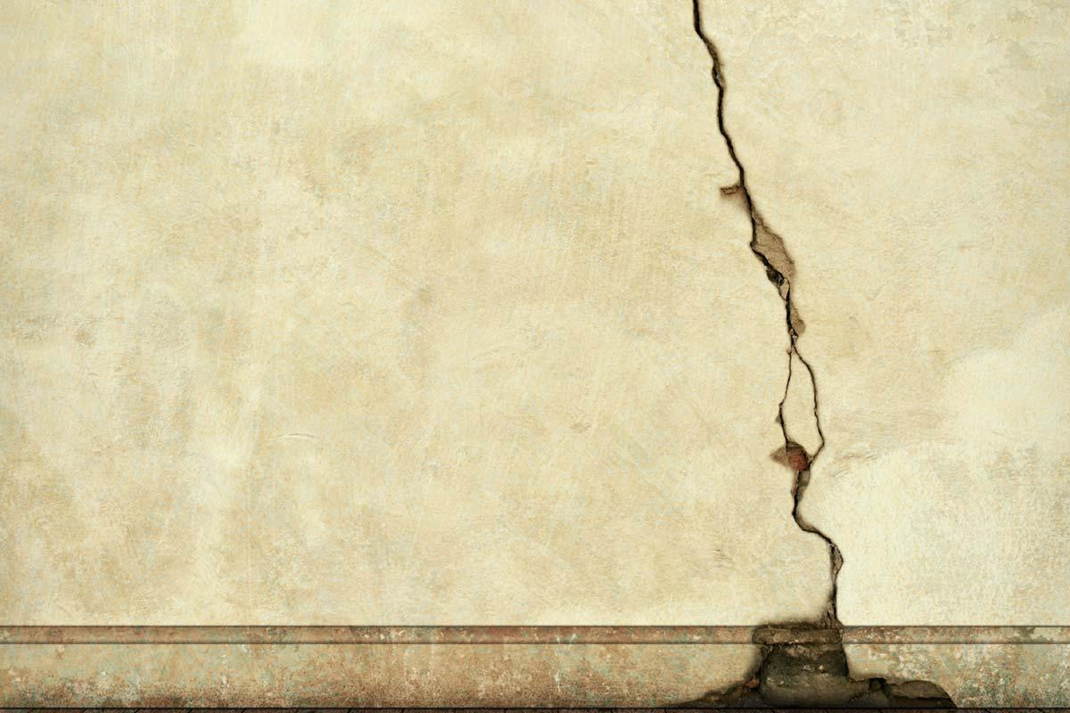 Tips for Repairing a Damaged Plaster Wall