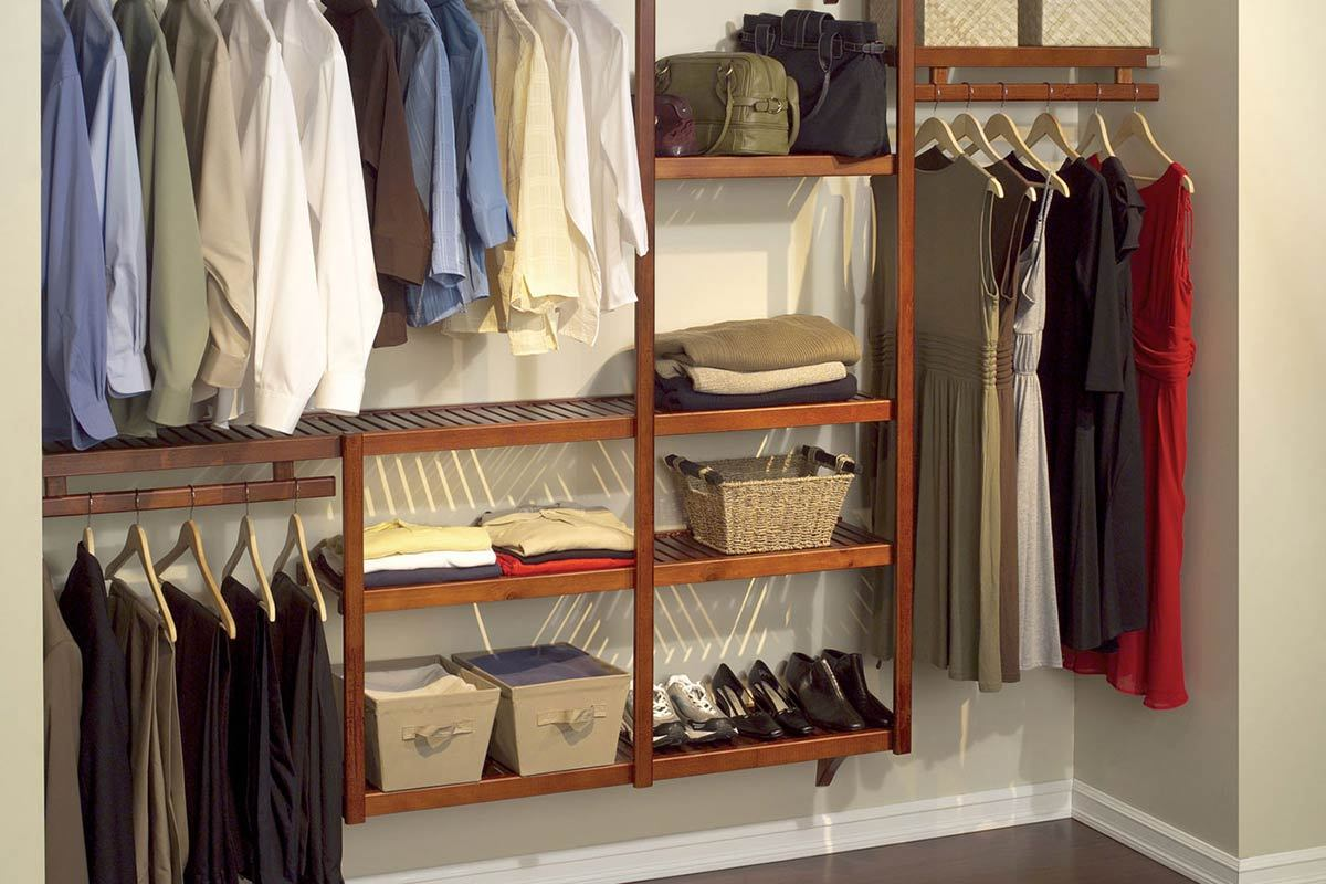 Beautiful Chic And Simple Corner Closet