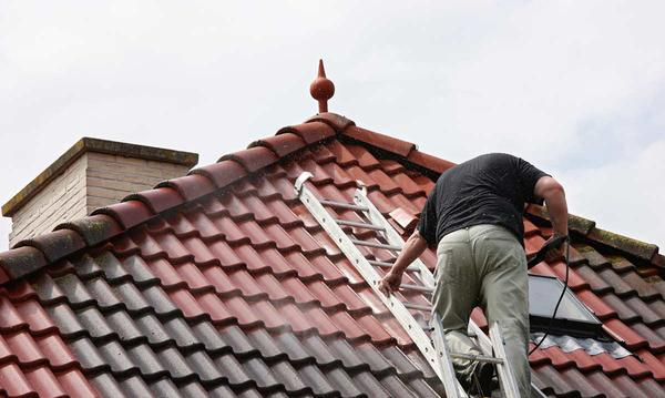 5 Ways to Clean Your Roof Without a Trip to the ER