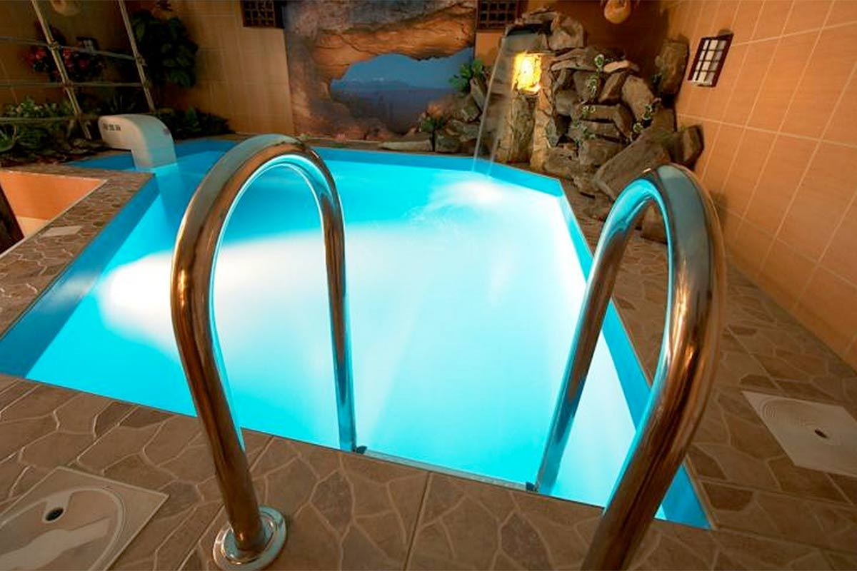 7 swimming pool designs that 39 ll make a splash in your home for Pool design kg